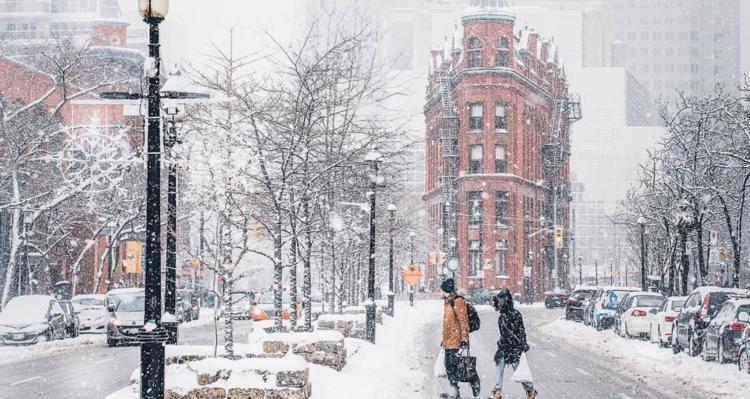 Снежная зима в Торонто