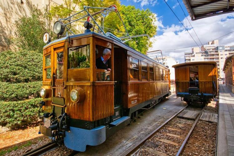 Поезд Сольер, время работы