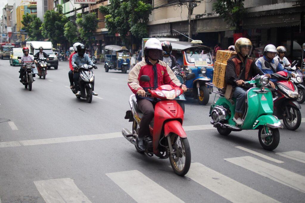 Таиландские мотобайкеры