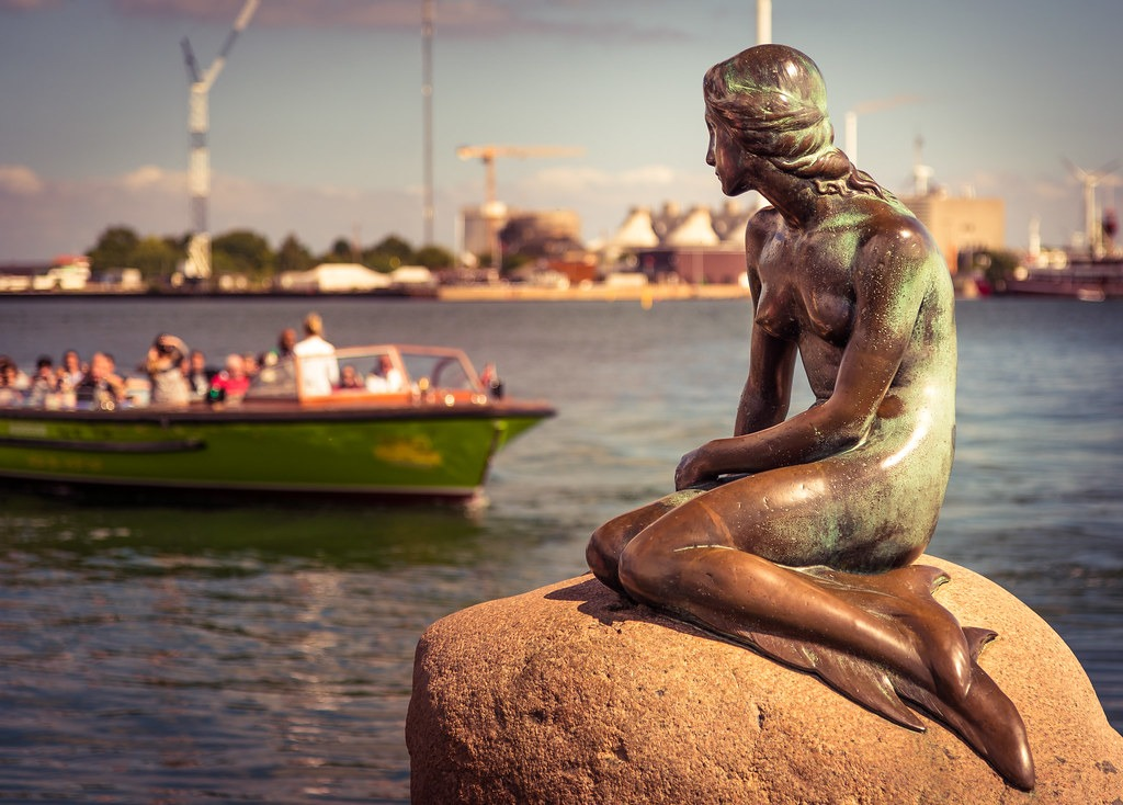 Скульптура Русалочка в Копенгагене