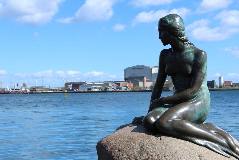 Скульптура Русалочки в Дании