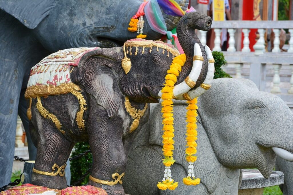 Слон в Ват Чалонг Пхукет