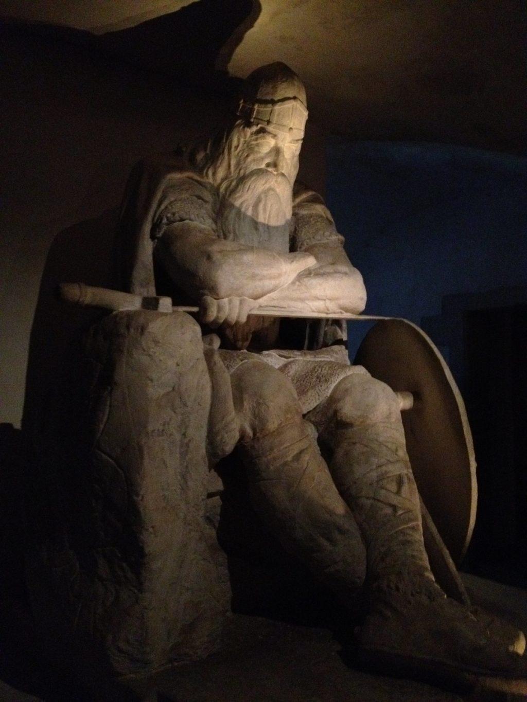 Замок Кронборг Дания - Статуя принц датский