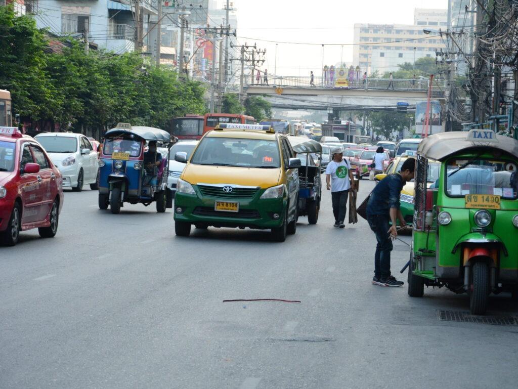 Автомобили на дорогах Таиланда