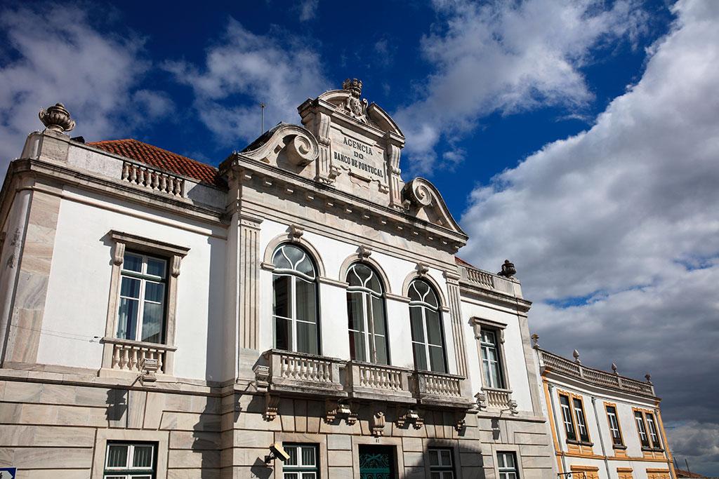 сколько денег брать в Португалию