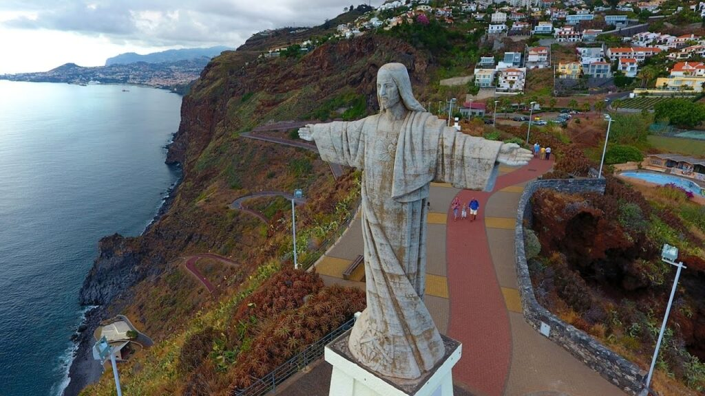 Статуя Христа в Гарахау Мадейра