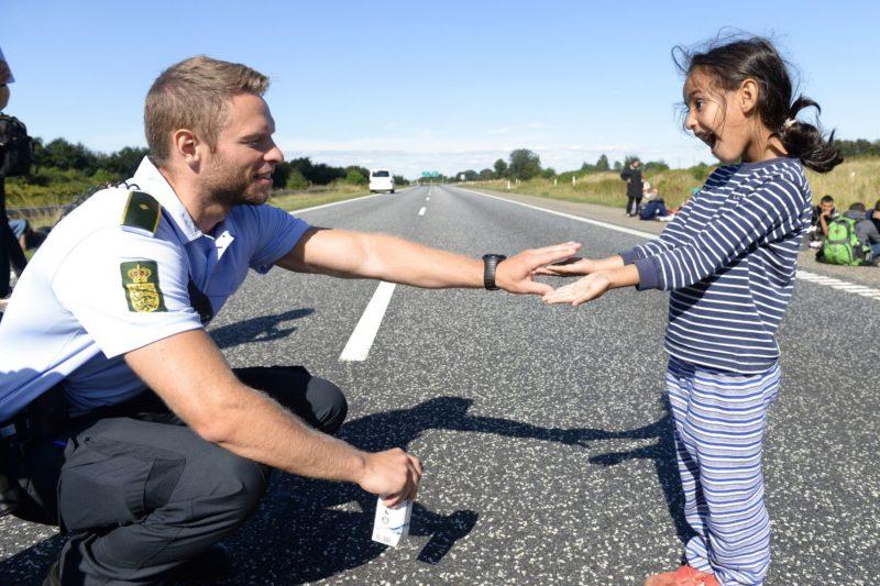 Дания особенности - датский полицейский