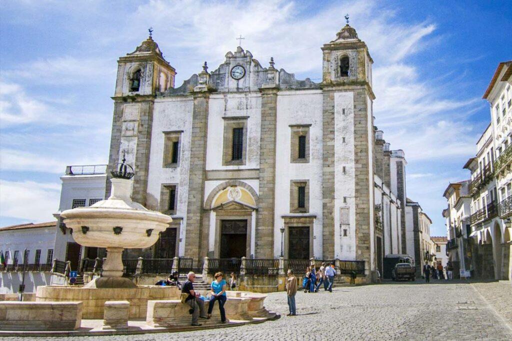 Евора Португалия