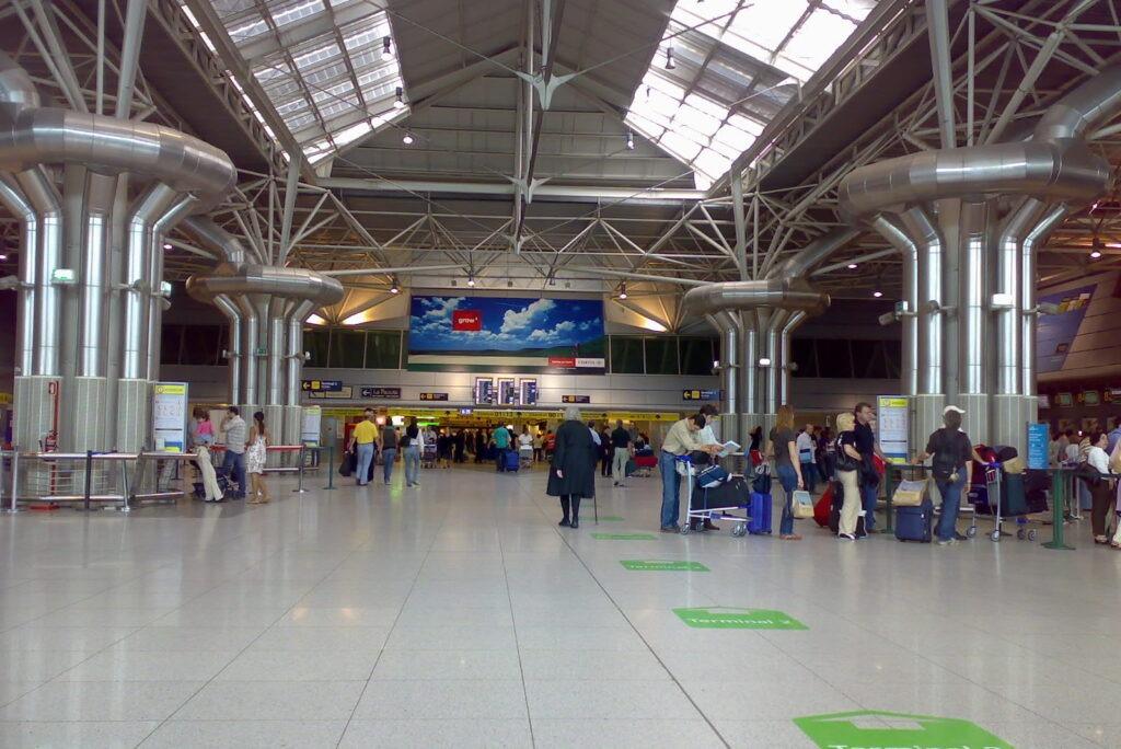 Аэропорт Лиссабон