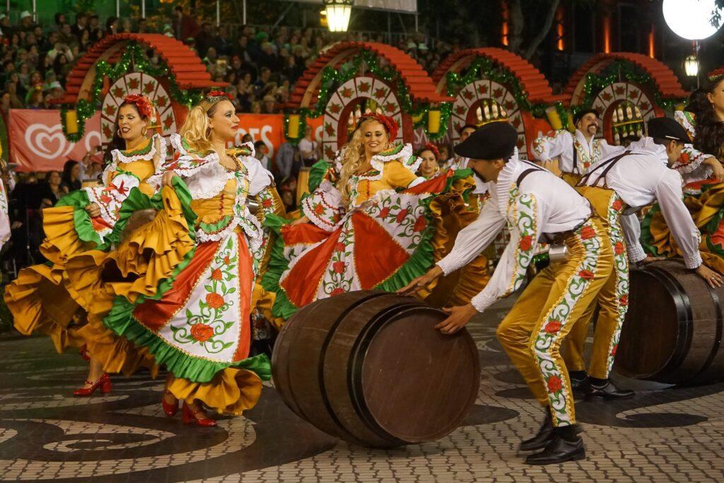 Карнавал в Лиссабоне Marchas Populares