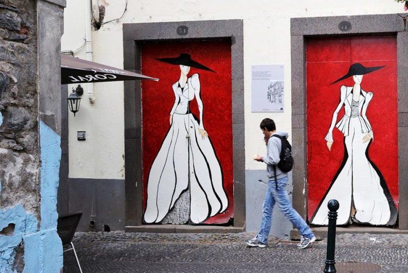 Улица раскрашенных дверей в Фуншале Мадейра