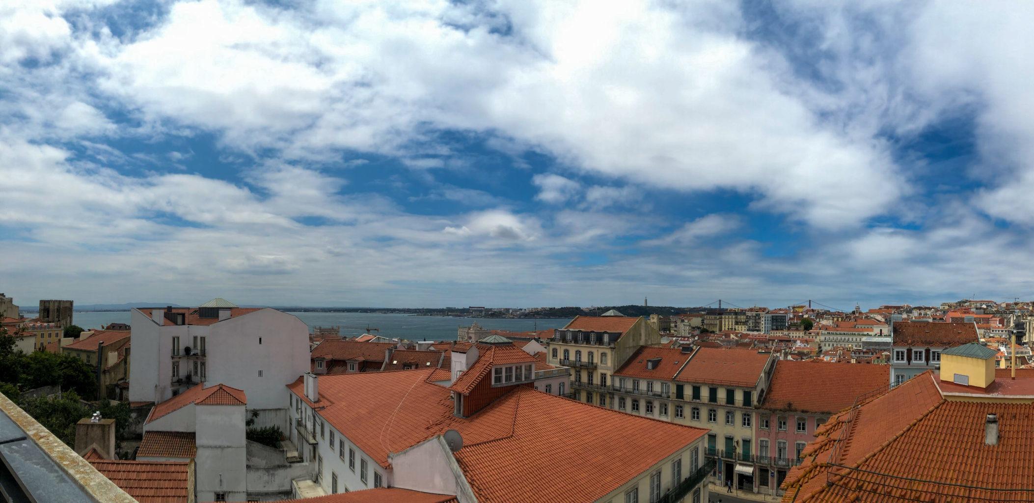 Португалия Небо и город