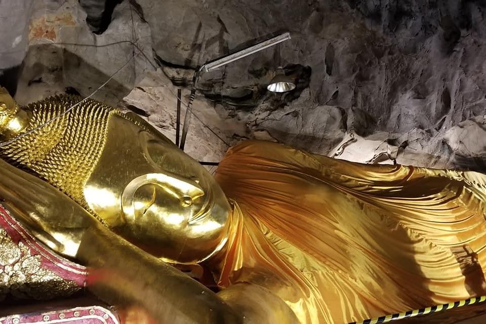 Тхам Луанг Таиланд- лежащий Будда