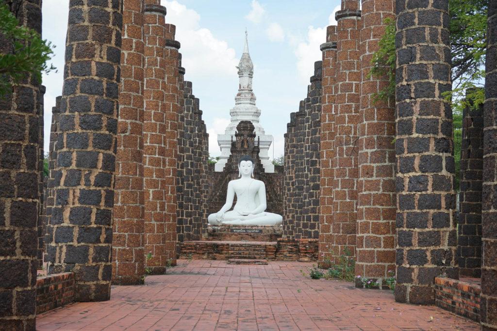 Муанг Боран - статуи на территории