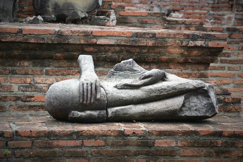 Безголовые Будды в городе Аюттайя Таиланд