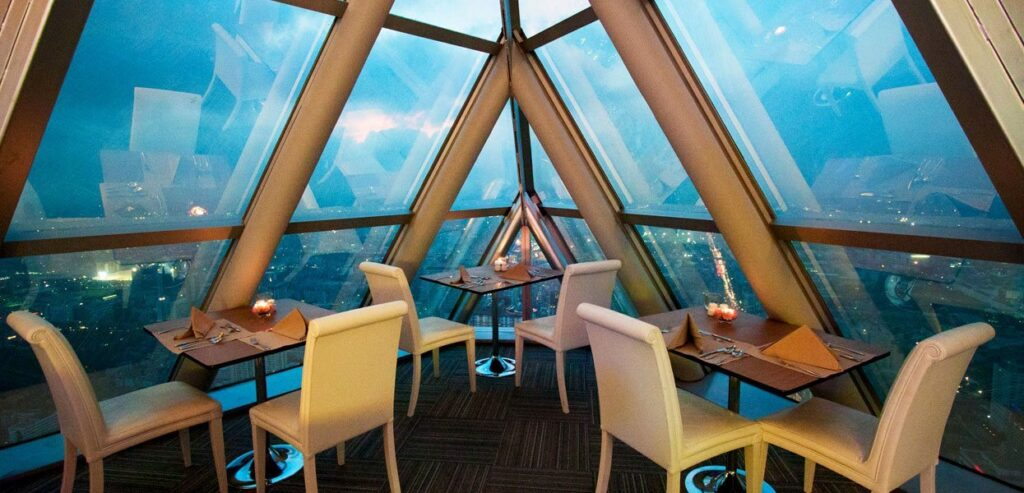 Ужин в Baiyoke Sky Tower