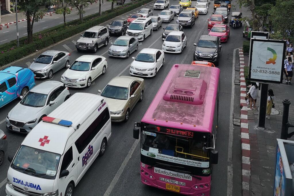 Движение транспорта в Бангкоке