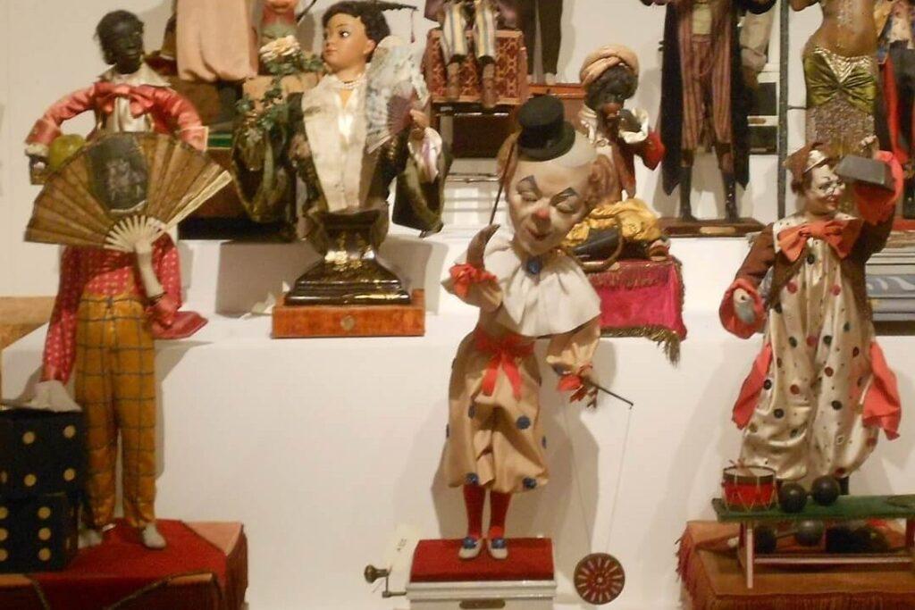 Монако - коллекция заводных игрушек и кукол