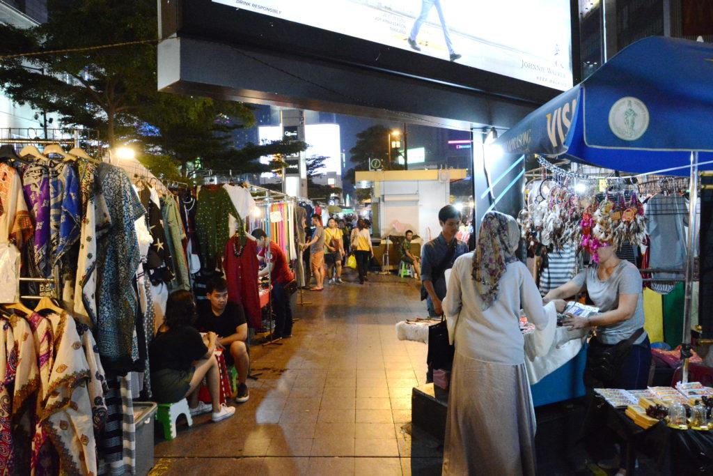 Вещевые и сувенирные рынки Бангкока