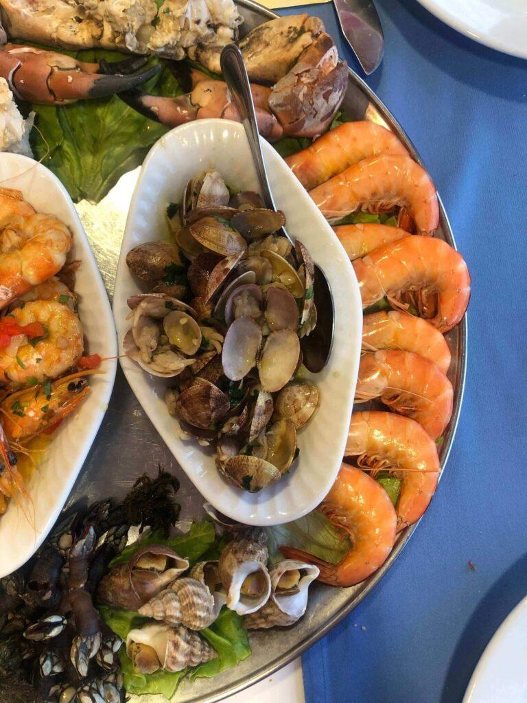 Устрицы и креветки в Монако