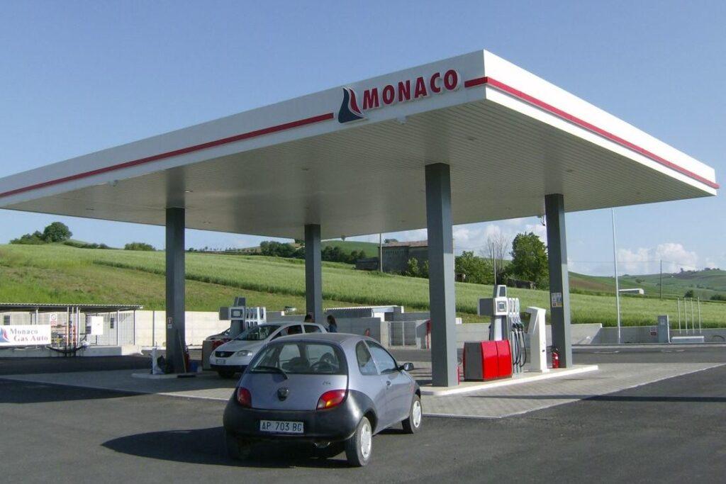 Заправка Монако