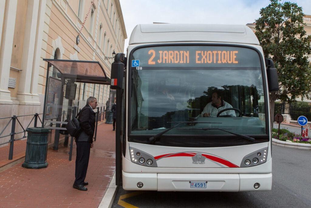 Автобусная остановка в Монако