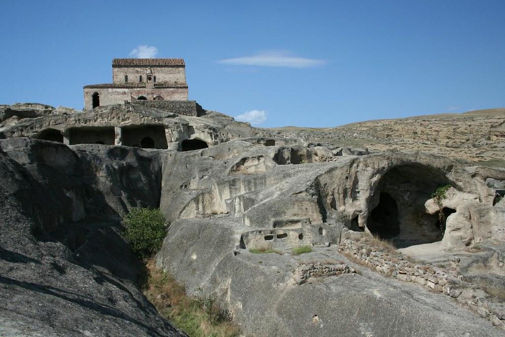 Рукотворные пещеры в Уплисцихе Тбилиси