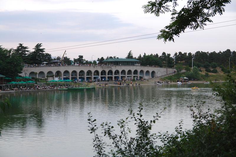 Куда отправиться на прогулку в Тбилиси - Черепашье озеро