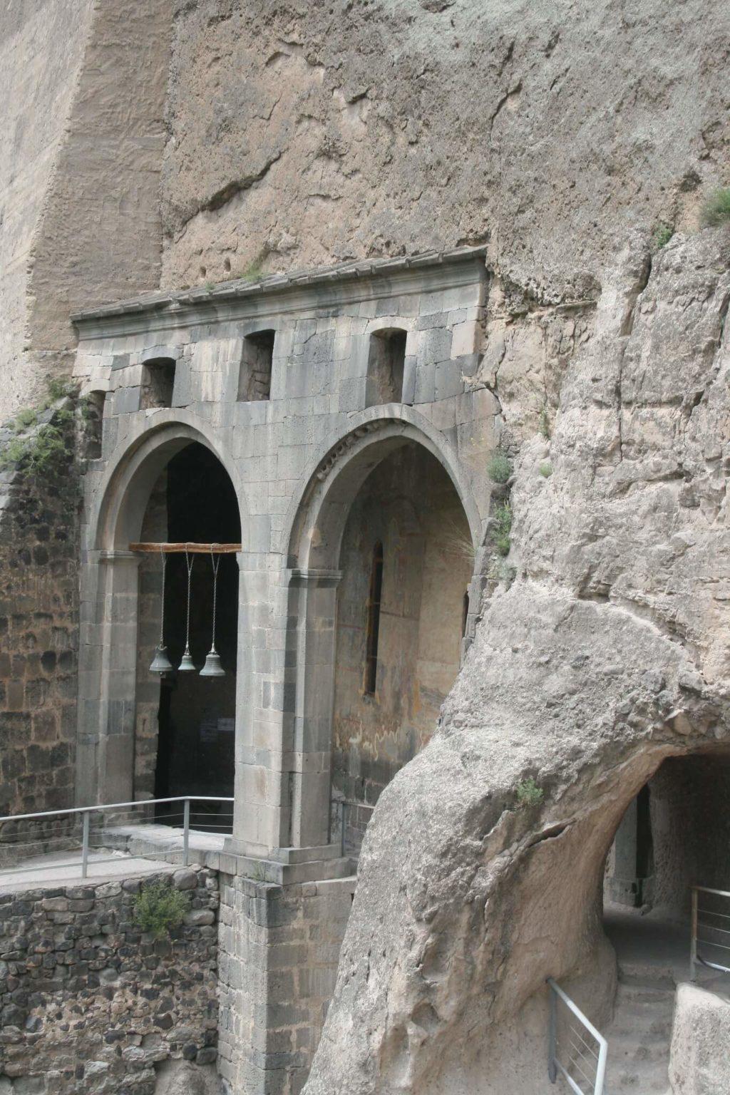 Что посетить в Тбилиси - Колокольня в Вардзиа