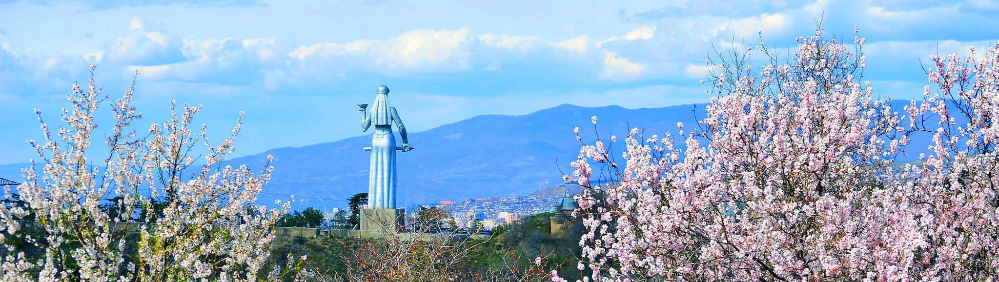 Что обязательно посмотреть в Тбилиси - монумент Мать-Грузия
