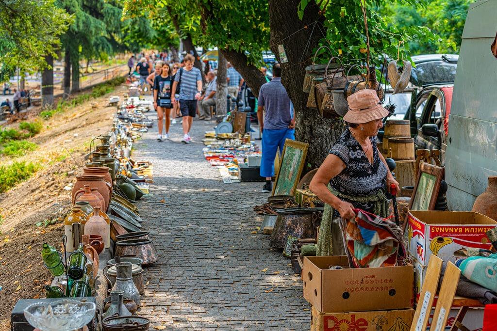 Рынки в Тбилиси - Блошиный рынок Сухой мост