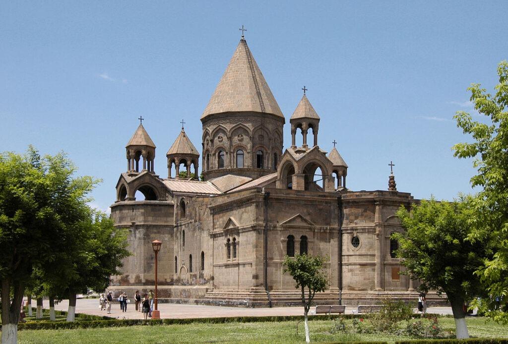 Что посетить в районе Авлабар Тбилиси - Храм Нор Эчмиадзин