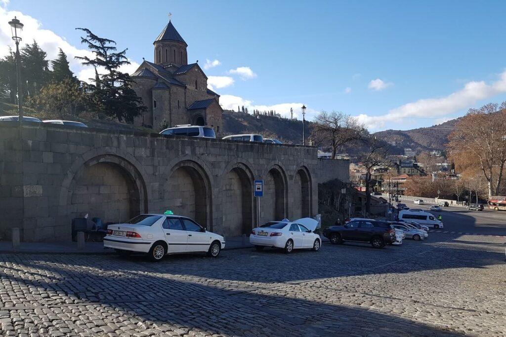 На чем перемещаться по Тбилиси Грузия