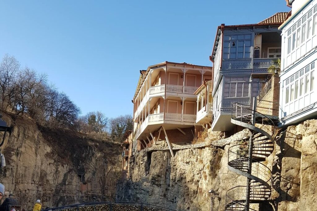 Что посмотреть в Абанотубани Грузия - Резные балконы в Абанотубани