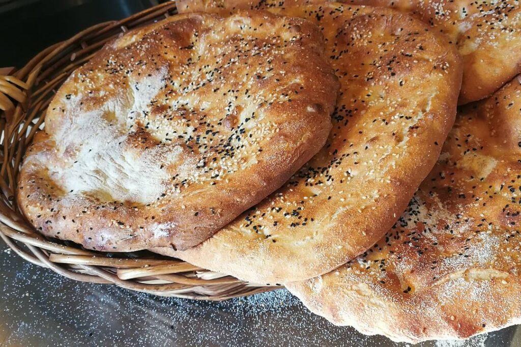 Традиционный хлеб Тбилиси Грузия - лаваш