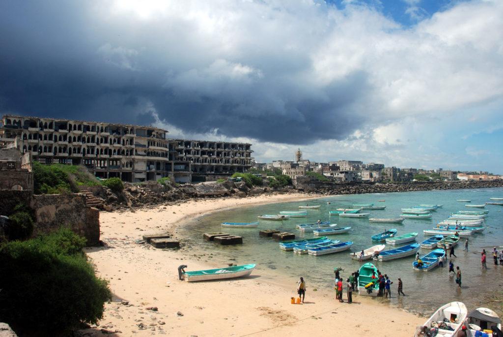 Как живут в Сомали - Рыбаки порта Могадишо в Сомали