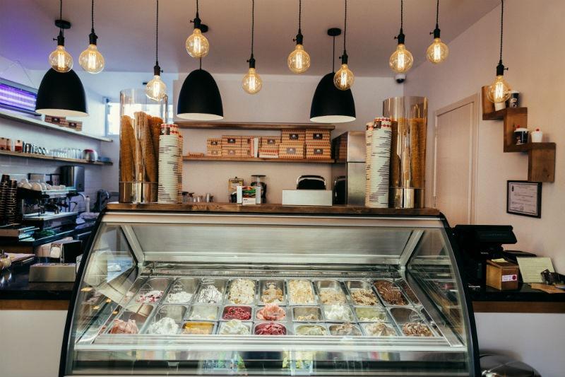 Мороженное от Luca Polare в кафе в Батуми