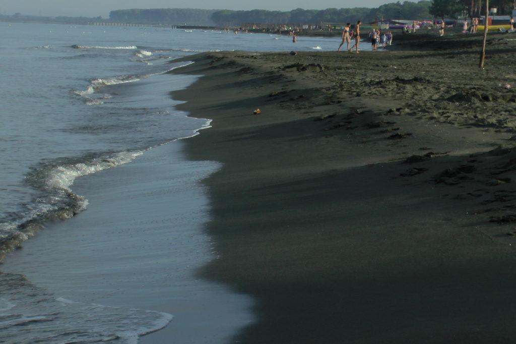 Пляж в Уреки недалеко от Батуми
