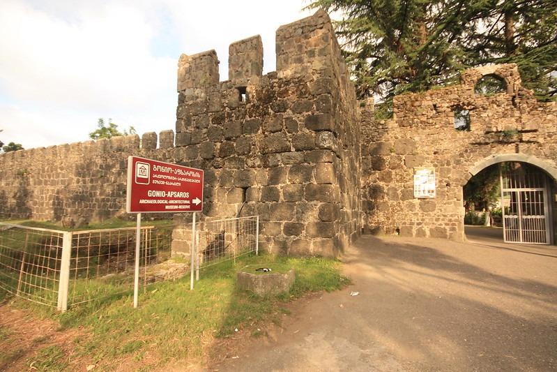 Как добраться до крепости Гонио