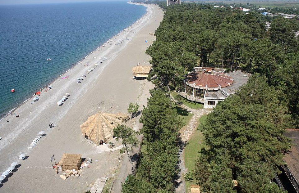 Пляж Кобулети недалеко от Батуми