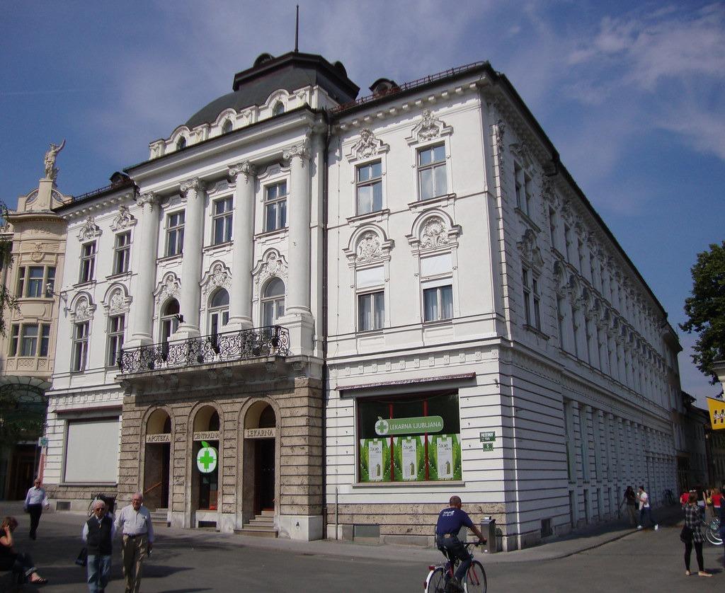 Аптека в Словении