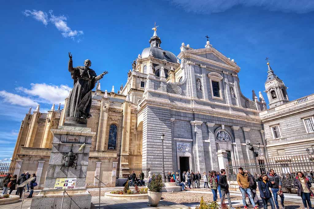 Кафедральный собор Мадрида — собор Альмудена