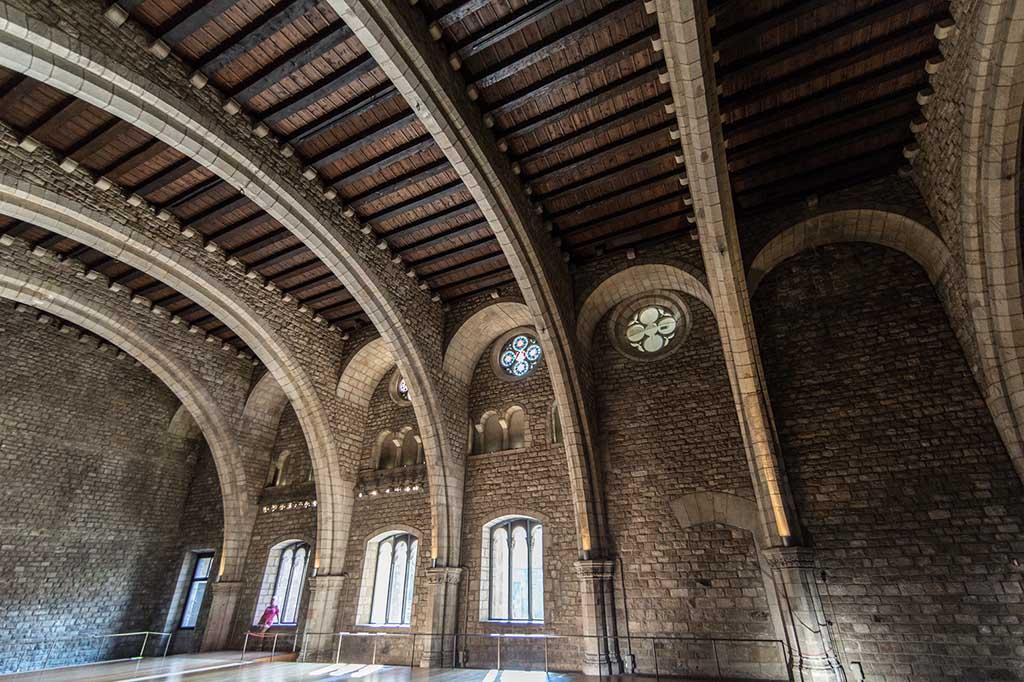 Как добраться до Большого Королевского дворца в Барселоне