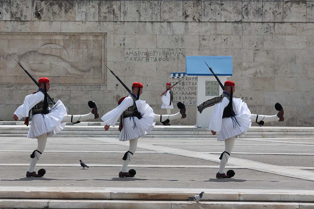 Площадь Конституции в Афинах, смена караула