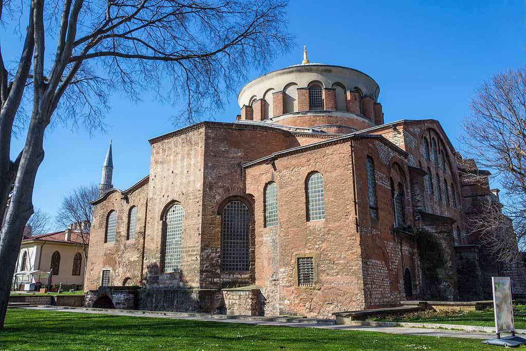 Дворец Топкапы и церковь на его территории — Стамбул