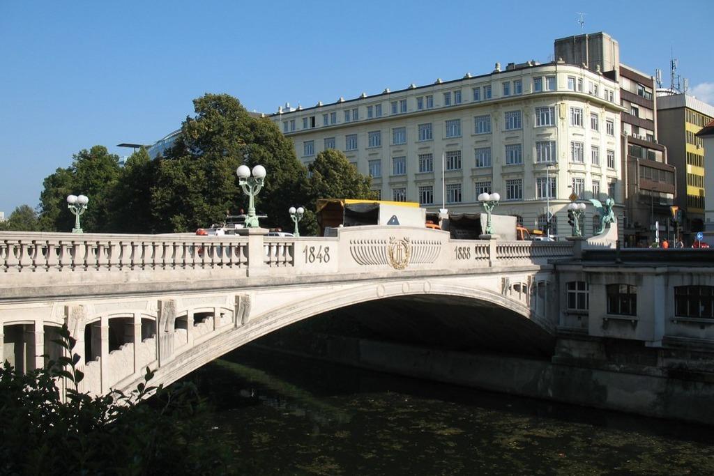 Как добраться до Драконова моста в Любляне