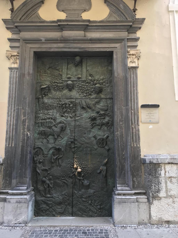 История словенской земли на дверях собора св.Николая в Любляне