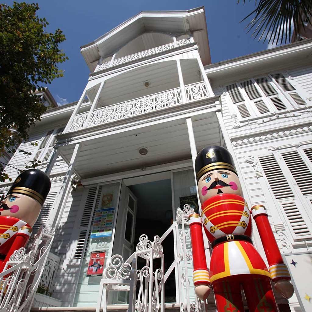 Музей игрушек — достопримечательность для детей в Стамбуле