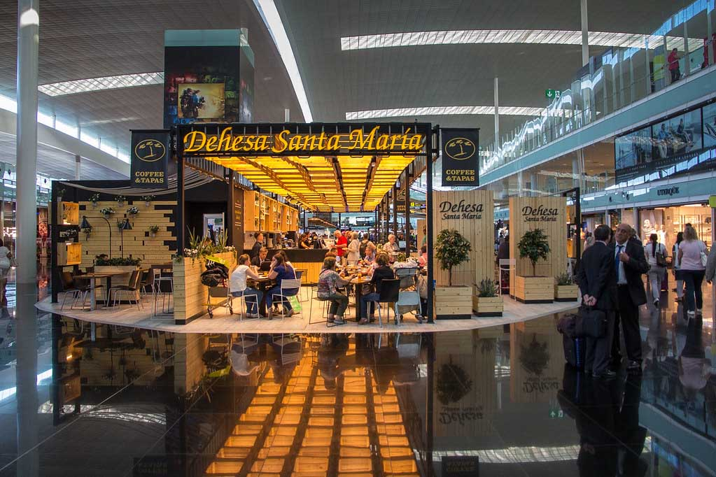 Аэропорт в Барселоне, Испания
