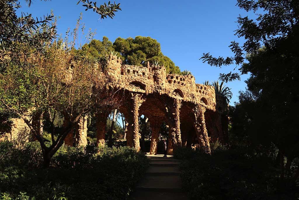 Необыкновенные строения в парке Гуэль, Барселона